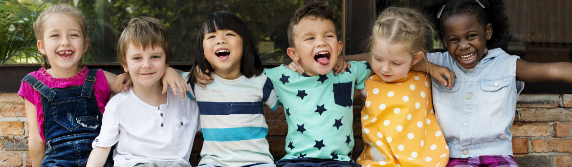 fis banner Kids on a bench 1170x342